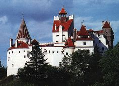 Located on a cliff in the Carpathians, 'Draculas Castle' is actually named Bran Castle, after a pass between Transylvania and Wallachia. (my ancestors came from these mountains) =p Dracula Castle, Vlad The Impaler, Carpathian Mountains, Fairy Tales, Transylvania Romania, To Go, Forts, Cathedrals, Palaces