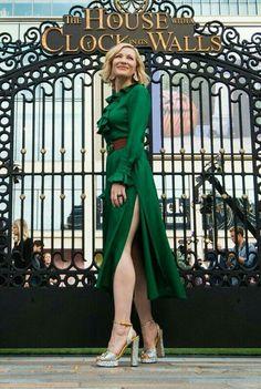 Cate Blanchett Cinderella, Cate Blanchett Hot, Gorgeous Women, Beautiful Celebrities, Tilda Swinton, Hollywood Stars, Lady Gaga, Old Women, High Fashion