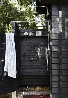 An outdoor shower at an idyllic Swedish cottage with outdoor kitchen and shower. An outdoor shower at an idyllic Swedish cottage with outdoor kitchen and shower. Outdoor Bathrooms, Outdoor Rooms, Outdoor Living, Outdoor Decor, Outdoor Kitchens, Outdoor Bars, Rustic Outdoor, Small Bathrooms, Dream Bathrooms