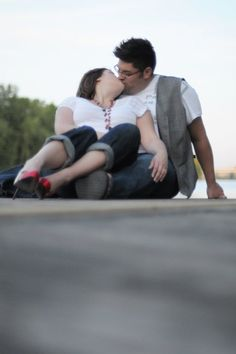 Plus size girl tips, for Engagement picture poses.