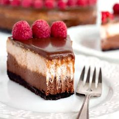 This delicious layered chocolate raspberry cheesecake makes the perfect dessert for any occasion! It's packed full of fresh raspberry flavor and chocolate! Apple Cake Recipes, Cheesecake Recipes, Cookie Recipes, Dessert Recipes, Oreo Cheesecake, Pumpkin Cheesecake, Ooey Gooey Cake, Cream Cheese Bars, Cream Pie