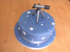Telescope birthday cake with silver stars (www.facebook.com/fireflycakes)