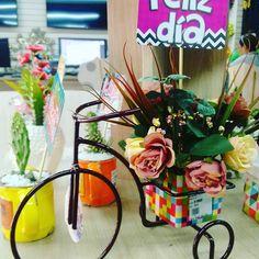 Regala en Amor y Amistad algo especial! Table Decorations, Furniture, Home Decor, Amor, Bicycles, Friendship, Decoration Home, Room Decor, Home Furnishings