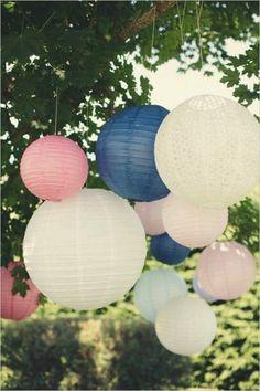 Notre mariage est prevu pour Aout 2015 et les couleurs de notre thème sont le bleu indingo et rose fuchsia. Qu' en pensez vous de ces couleurs ? Je suis ouverte a tous types de proposition de décoration de salle et autres idées car la deco on compte