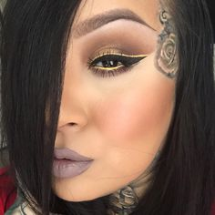 Eyeliner Tricks - Eyeliner Tips Punk Makeup, Skin Makeup, Makeup Art, Makeup Tips, Beauty Makeup, Eyeliner Hacks, Eyeliner Tutorial, Eye-liner Blanc, Eye Liner