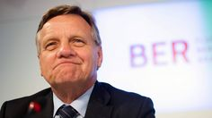 Die Grünen zeigen im Internet eine Uhr, die die Geldverschwendung am BER offenbart. Das Geld versickert - noch - unter seiner Regie: Flughafenchef Hartmut Mehdorn