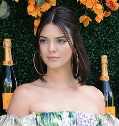 Kendall Jenner Short Updo Hairstyle Kendall is really beautiful and short hairstyles suit her amazingly. Here, you can find Kendall Jenner Short Hair pics that are inspiring and very beautiful Short Hair Updo, Short Hair Cuts, Updo Hairstyle, Medium Hair Styles, Natural Hair Styles, Short Hair Styles, How To Style Short Hair, Short Hair Model, Hair Medium
