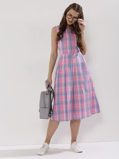 Buy Sbuys Casual Check Midi Dress online in India at best price. Western Dresses For Girl, Stylish Dresses For Girls, Stylish Dress Designs, Frock Fashion, Indian Fashion Dresses, Fashion Outfits, Casual Frocks, Casual Dress Outfits, Looks Pinterest