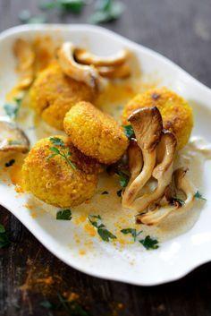 Veganes Rezept: Goldhirse-Küchlein mit Austernpilzrahm - amicella