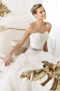 Elegant 2014 New Arrival Wedding Dresses Ball Gown Sweetheart Sweep Brush Train Embellished With Special Feather Online Sale