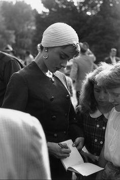Audrey Hepburn con un turbante blanco  Foto: © Getty Images