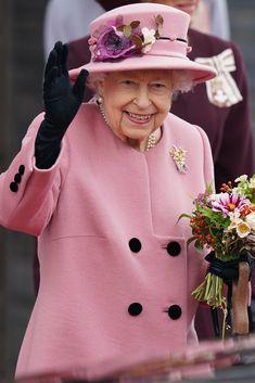 Queen Elizabeth Ii, Royal Monarchy, Royal Uk, Duchess Of Cornwall, Prince Of Wales, Cardiff, British Royals, Pretty In Pink, Eco Friendly