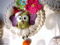 Crochet Owl (gehäkelte Eule). Seriously thought this was the Grinch at first. haha