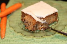 Spring is coming! Bunnies and flowers, and above all, carrot cake. Enjoy this delicious, paleo-friendly version of a traditional Easter dessert, with no refined sugar or grains. Traditional Easter Desserts, How To Eat Paleo, Carrot Cake, Healthy Desserts, Bunnies, Carrots, Grains, Beef, Sugar