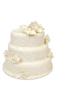 How to Apply a Lace Decoration on a Wedding Cake