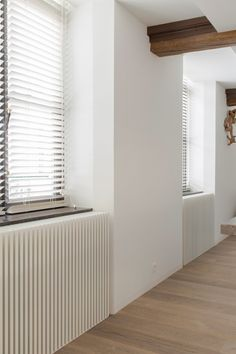 If those are radiators, that is stunning. Cheap Wall Decor, Cheap Home Decor, Home Interior Design, Interior Architecture, Modern Radiator Cover, Home Bedroom, Bathroom Interior, Home And Living, Home Remodeling