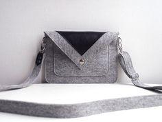 Hoi! Ik heb een geweldige listing gevonden op Etsy http://www.etsy.com/nl/listing/163199399/small-grey-black-wool-felt-genuine