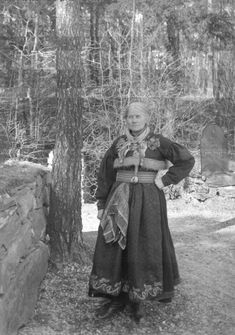 Kvinnedrakt, Heddal, Nedre Telemark, oppsynsdame Asgjerd Haugen, NF. | Raudtrøye Alternative Names, Everyday Dresses, Folk Costume, Countries Of The World, Folklore, Norway, Scandinavian, History, Inspiration