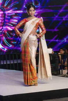 White kanchipuram sarees South Indian Sarees, Indian Silk Sarees, South Indian Bride, Indian Beauty Saree, Pure Silk Sarees, Indian Wedding Outfits, Indian Outfits, Indian Attire, Indian Wear