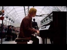 'Hold Me' Tom Odell - Live At The Burberry Prorsum Womenswear A/W13 Show - YouTube