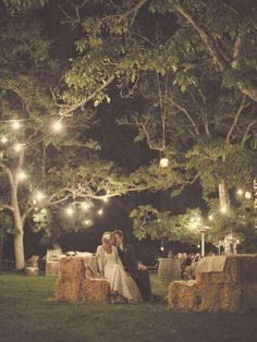 夜のガーデンウエディングはリラックスムード満点◎ くつろげるウェディングのアイデア。結婚式・ブライダルの参考に☆