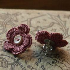 Articoli simili a Merrill Crochet Flower orecchini - Dusty Rose su Etsy