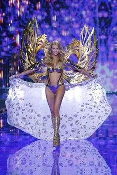 Victoria's Secret Fashion Show 2014 - Lindsay Ellingson walks in the 2014 Victoria's Secret Fashion Show