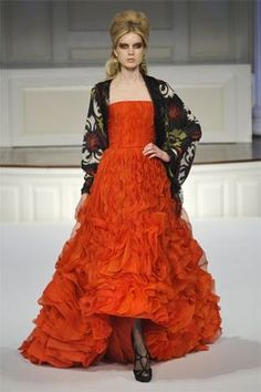 Leighton Meester wearing Oscar de la Renta Pre-Fall 2010 Vermillion Silk Organza Pleated Gown.