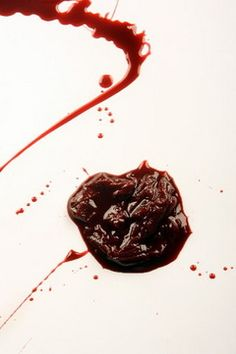 Stage secrets revealed: How to make fake blood for Halloween costume and props. This is amazing! For my Halloween costume. Holidays Halloween, Halloween Make Up, Halloween Crafts, Halloween Party, Halloween Decorations, Halloween Zombie, Halloween Ideas, Zombie Face, Zombie Makeup