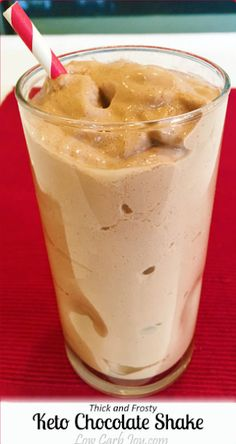 Thick and Frosty K… Here is a deliciously rich keto Chocolate Shake that can be used as snack or meal replacement on a low carb or keto plan. Ready to go in five minutes. Ketogenic Recipes, Low Carb Recipes, Ketogenic Diet, Desserts Keto, Keto Shakes, Low Carb Drinks, Low Carb Smoothies, Fruit Smoothies, Mantecaditos
