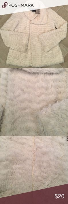 Patagonia Jacket. Size xs Ivory with grey.  Some discoloration at the cuffs see pic. Otherwise good condition! Zip front and snap closure. Pockets. Patagonia Jackets & Coats