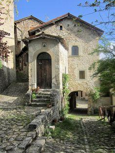 La Scola di Vimignano, antico borgo nel comune di Grizzana Morandi (Bologna) by Valerio_D, via Flickr