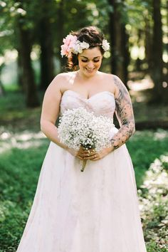 Fairytale Woodland Wedding: Emily & Casey tattooed plus size bride Wedding Bells, Wedding Bride, Dream Wedding, Wedding Night, Wedding Story, Floral Wedding, Summer Wedding, Diy Wedding, Wedding Ceremony