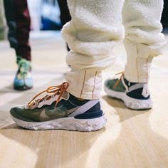 Another on-foot look at the upcoming Undercover x Nike collaboration that debuted during Jun Takahashi's runway show. How crazy are these?…