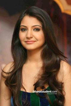 The latest news in Bollywood is Anushka Sharma ha chopped off her lovely tresses for her new movie. She had a beautiful long hair. Actress Anushka, Hindi Actress, Bollywood Actress, Anushka Sharma Pics, Anushka Sharma And Virat, Neha Sharma, Most Beautiful Indian Actress, Beautiful Actresses, Saree Backless