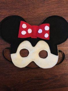 This super cute Minnie Mouse play mask is perfect for pretend play! The felt is soft as to not irritate your little ones face and the elastic is