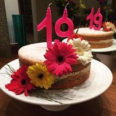 foto de flores gerberas com bolo - Pesquisa Google