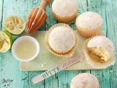 Klein, aber oho! Muffins sind einfach perfekt für jeden Anlass. Sie sind schnell gemacht und lassen sich prima vorbereiten. Für die nächste Gartenparty haben wir eine ganz besondere Empfehlung: Beschwipste Caipi-Muffins mit frischer Limette.