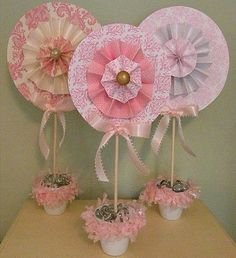 Designs: DIY Rosette Lollipop Topiaries with tutorial, great for showers or party decorations.Icing Designs: DIY Rosette Lollipop Topiaries with tutorial, great for showers or party decorations. Baby Shower Centerpieces, Party Centerpieces, Centrepieces, Diy Paper, Paper Crafts, Girl Shower, Baby Shower Parties, Paper Flowers, Diy Design