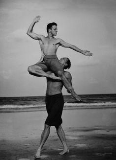 Mikhaïl Barychnikov & Rob Besserer, Cumberland Island, Georgia, 1990  Annie Leibovitz