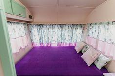 Caravanas Vintage en alquiler en el camping situado en primera línea de mar, en la Costa Dorada. Toddler Bed, Curtains, Furniture, Home Decor, Beach Feet, Camper Van, Child Bed, Blinds, Decoration Home