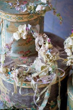 ❥ Laurence Amelie, crowns no Rachel Ashwell Shabby Chic antique boxes~ https://www.facebook.com/pages/Laurence-amelie/365870766792674?ref=stream