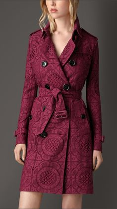 Trench-coat en dentelle anglaise Rose Cerise | Burberry