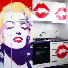 #Kitchen of the Day: Marilyn Monroe Pop Art Kitchen Mural by Marco Kooiman (Kitchen-Design-Ideas.org)