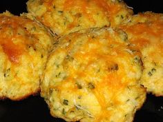 Cheddar bay biscuits, anyone? Every time I pass our Red Lobster, I sigh mournfully. Although they might be one of the better restaurants for the gluten-free crowd (om nom scampi om nom nom), I know…
