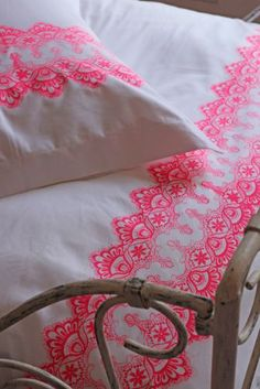 100 Egyptian Cotton 400 Thread Count Single Duvet Cover with Oxford Pillowcases - Neon Lace