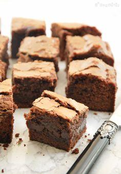 Un brownie sin frutos secos, muy fácil de preparar…y riquísimo…alguien da más? Ingredientes (16 unid., molde 20�30 cm. o 20�20 cm. – más alto-): 125 grs. harina 1/4 c/c sal 2 huevos XL 250 grs. nutella (o otra crema de … Sigue leyendo →