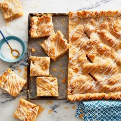 For a beautifully decorated apple slab pie, with that straight-from-the-bakery look, use a paper cone to drizzle the icing. Find the recipe at Chatelaine!