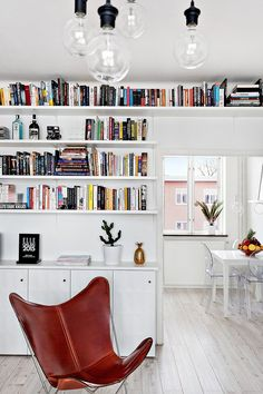 Bloggaren och entreprenören Kenza Zouiten säljer sin lägenhet i Stockholm – kolla in bilderna här. Small Space Interior Design, Home Office Design, House Design, My Living Room, Interior Design Living Room, Home And Living, Interior Design Inspiration, Room Inspiration, Kenza Zouiten