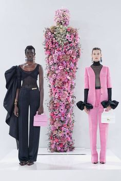 Daniel Roseberry showed his Schiaparelli spring 2020 ready-to-wear collection against an installation inspired by Elsa Schiaparelli. Fashion Week Paris, Fashion 2020, Runway Fashion, High Fashion, Fashion Show, Fashion Design, Dress Fashion, Korean Fashion, Luxury Fashion